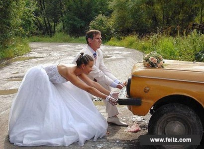 wedding couple car in ditch www.feliz.com